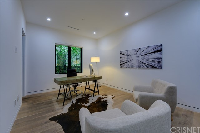 823 N Mansfield Avenue, Hollywood CA: http://media.crmls.org/mediascn/2a6c0a97-1393-472e-bb00-0189da7c4fd0.jpg