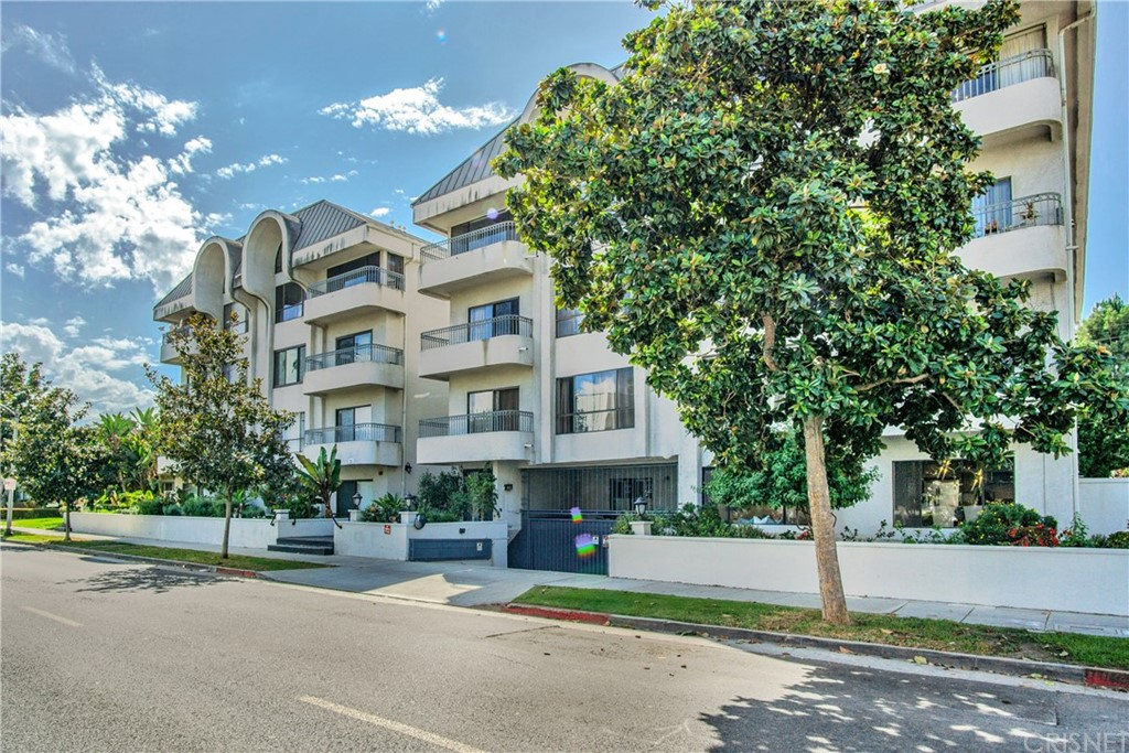 Photo of 221 SOUTH GALE DRIVE #102, Beverly Hills, CA 90211