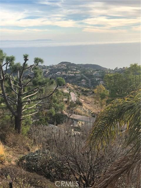 333 Moonrise Drive, Malibu CA: http://media.crmls.org/mediascn/2b79e6d4-4517-45d4-a513-bf5042a727bd.jpg