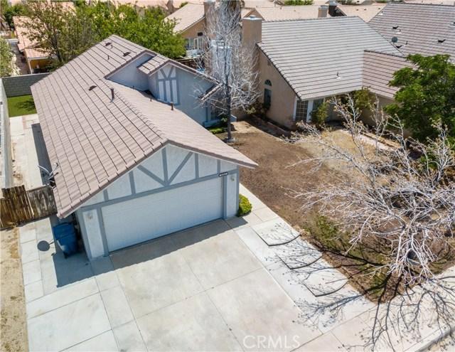 36862 Westgate Drive, Palmdale CA: http://media.crmls.org/mediascn/2b83cb4d-1d40-4b54-b3bd-b136903f6852.jpg