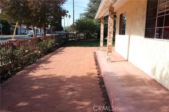 10502 White Oak Avenue, Granada Hills CA: http://media.crmls.org/mediascn/2b8d2076-768f-4af3-bff7-19cc5c1ddd9b.jpg