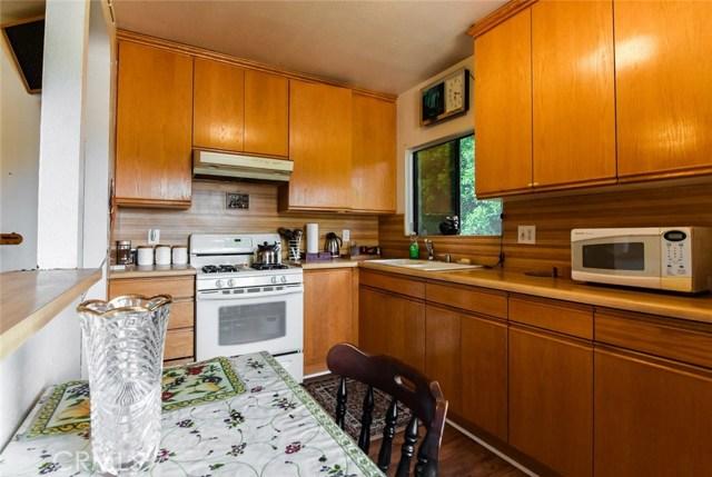 5805 Whitsett Avenue, Valley Village CA: http://media.crmls.org/mediascn/2ba6a138-8d60-4a55-b9a2-ef896903e1f3.jpg