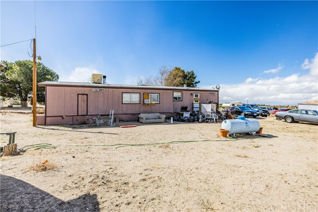 Detail Gallery Image 1 of 20 For 9819 Malpaso Rd, Phelan,  CA 92371 - 3 Beds | 2 Baths