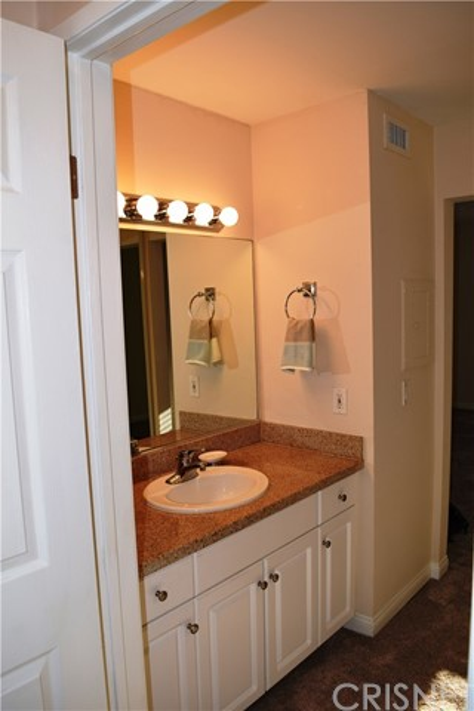 5545 Canoga Avenue, Woodland Hills CA: http://media.crmls.org/mediascn/2bff39f4-70cd-4865-84ae-0e09e36e1731.jpg