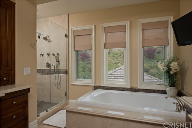 1495 Cheviot Hills Court, Westlake Village CA: http://media.crmls.org/mediascn/2c0d2cb5-4109-4d53-b9f7-559eca4467ac.jpg