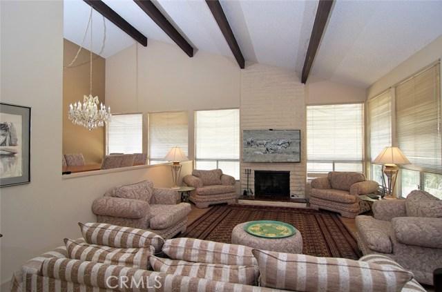 4419 Da Vinci Avenue, Woodland Hills CA: http://media.crmls.org/mediascn/2c12f570-6f1a-4d6d-b404-ccd2e0e98d3e.jpg
