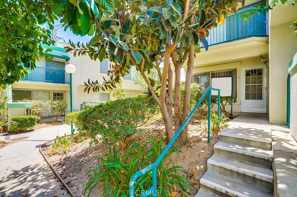 Photo of 18530 Mayall Street #H, Northridge, CA 91324