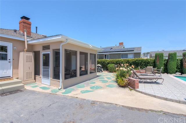 6044 Cartwright Avenue, North Hollywood CA: http://media.crmls.org/mediascn/2c6a2711-5836-4cd8-8ad4-8740a0d7828d.jpg