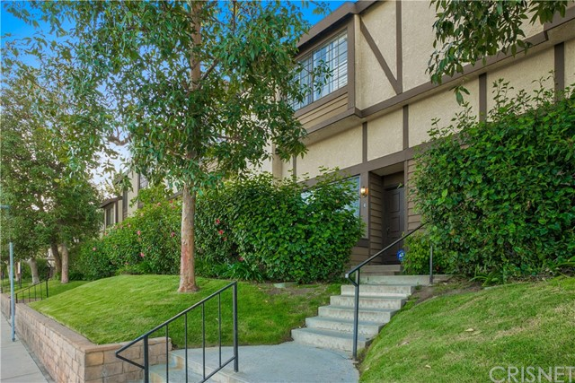 21121 Lassen Street Unit 4 Chatsworth, CA 91311 - MLS #: SR18089656