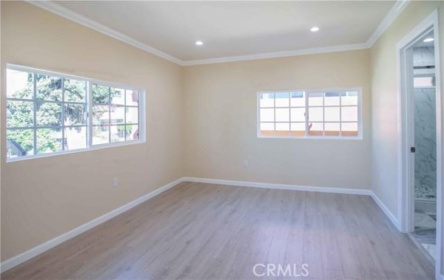 1844 N Van Ness Avenue, Los Angeles CA: http://media.crmls.org/mediascn/2cb78c95-2c66-499e-888a-d54bbeba54f9.jpg