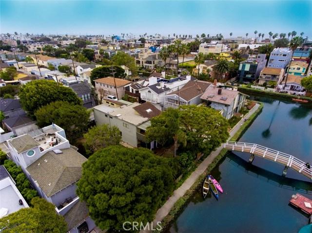 214 Sherman Canal, Venice CA: http://media.crmls.org/mediascn/2d196407-9413-49a3-89ea-4e801d5f5b88.jpg