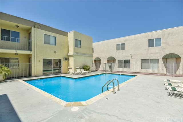 7045 Woodley Avenue, Lake Balboa CA: http://media.crmls.org/mediascn/2d240ec5-09f9-4381-afe3-661972cef00b.jpg