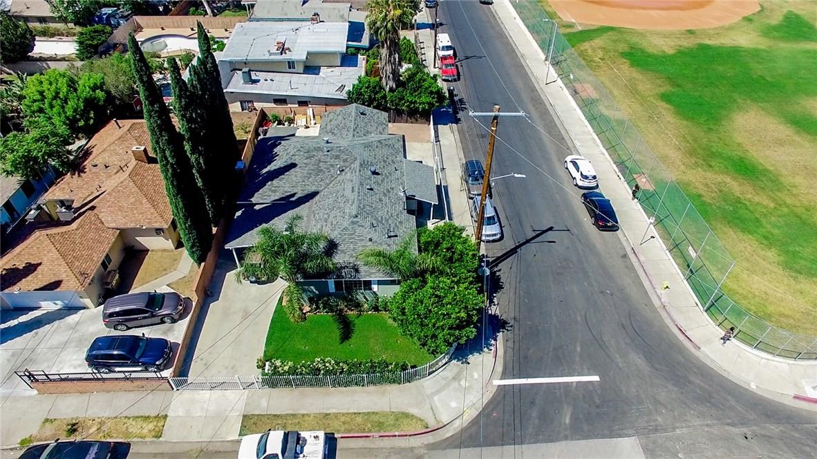 13059 Dronfield Avenue, Sylmar CA: http://media.crmls.org/mediascn/2d74fe30-2d4b-4a69-87bb-3e17c5488499.jpg