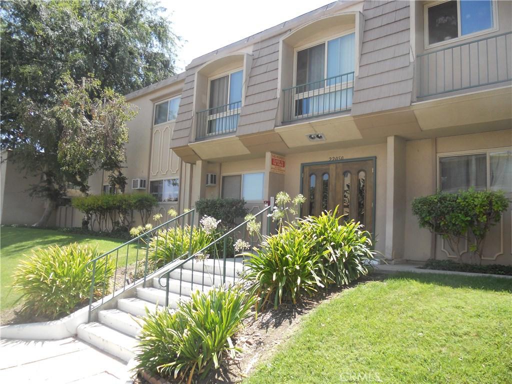 22050 CALVERT Street 16, Woodland Hills, CA 91367