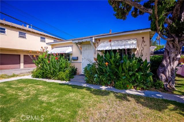 11345 Hatteras Street, North Hollywood CA: http://media.crmls.org/mediascn/2dcd101a-eaa2-4528-82a3-407b56b6c769.jpg