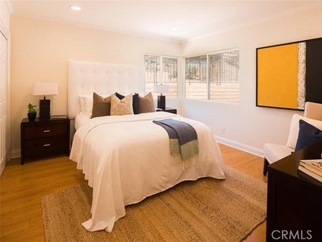 15045 Sherview Place, Sherman Oaks CA: http://media.crmls.org/mediascn/2df40f71-a18f-42dd-b5f7-a79deb7d02be.jpg