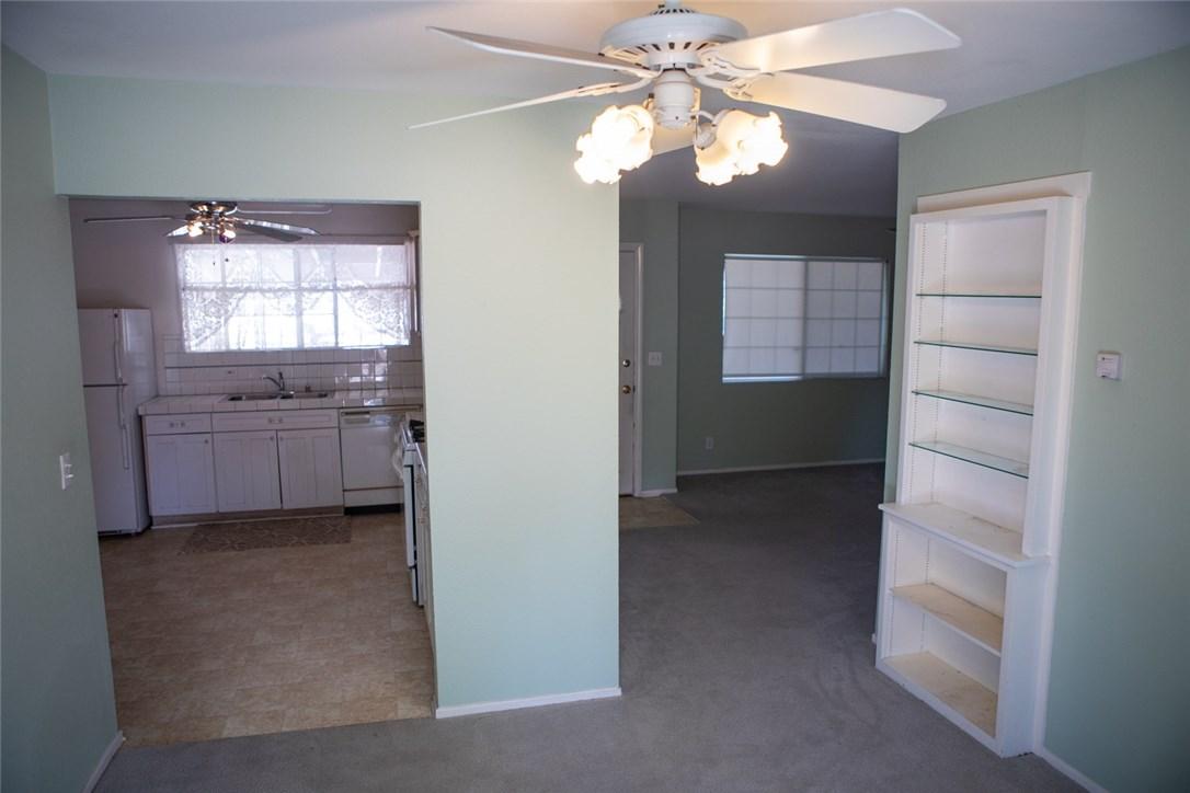 2526 Avenida De Las Plantas, Thousand Oaks CA: http://media.crmls.org/mediascn/2e1f1036-973d-4ae6-afab-3be1dfec846d.jpg