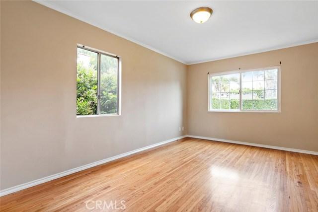 721 N Orange Grove Avenue, Los Angeles CA: http://media.crmls.org/mediascn/2eb5aaf7-f18c-4edf-888f-b2ed7638cc8a.jpg