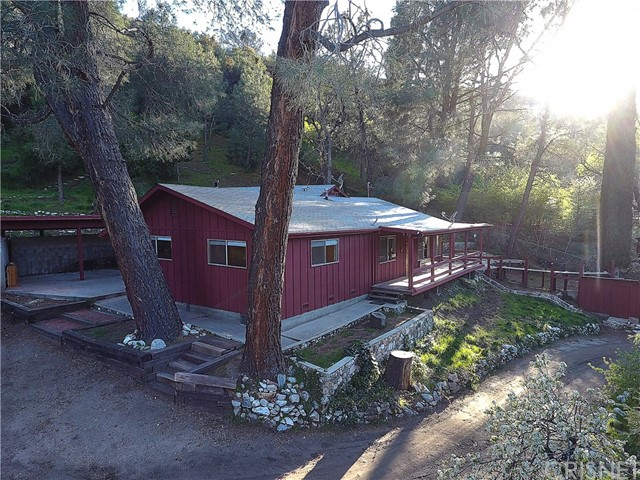 20872 Pine Canyon Road, Lake Hughes CA: http://media.crmls.org/mediascn/2efe0bc5-f288-4fb5-ae6f-868c6cd832db.jpg