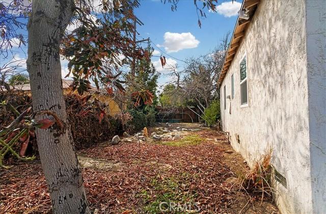 10930 Lull Street, Sun Valley CA: http://media.crmls.org/mediascn/2f03d888-eec0-4ced-a7d1-dfec0d2908dc.jpg
