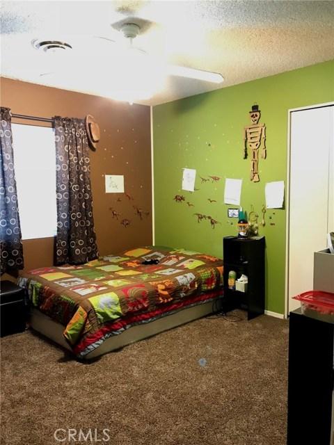 44116 Galion Avenue, Lancaster CA: http://media.crmls.org/mediascn/2f2e6db3-3a5f-46ee-970a-08803a7217c6.jpg
