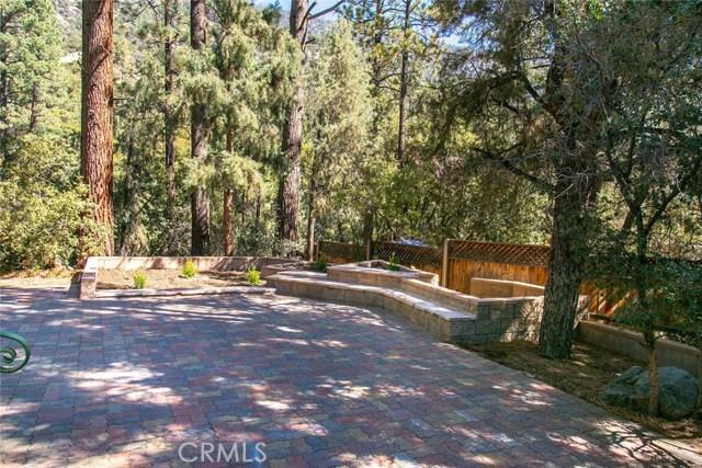 15905 Edgewood Way, Pine Mtn Club CA: http://media.crmls.org/mediascn/2fadcc2b-2509-450e-b6d6-d15c0442d61a.jpg