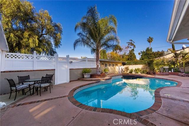 4870 San Feliciano Drive, Woodland Hills CA: http://media.crmls.org/mediascn/2fd5c7a7-1792-44c5-a3ff-3e3fff30d57d.jpg