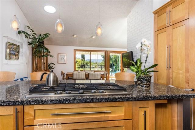 5814 Mcdonie Avenue, Woodland Hills CA: http://media.crmls.org/mediascn/2ff65b22-954f-4600-93a4-55d38130aa8e.jpg