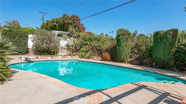 11702 Monogram Avenue, Granada Hills CA: http://media.crmls.org/mediascn/302f6e14-503c-4f0a-8a8f-e39b3c33a9a2.jpg