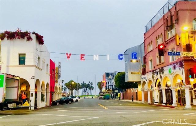 24 20th Street, Venice CA: http://media.crmls.org/mediascn/304e8797-cafa-4d49-9d3f-bcc947873da5.jpg