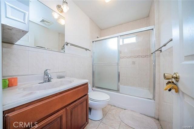 2422 Gatewood Street, Los Angeles CA: http://media.crmls.org/mediascn/313dff05-7bd8-4b26-80a4-542f735bef85.jpg
