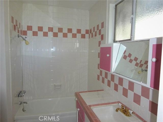 10102 Debra Avenue, North Hills CA: http://media.crmls.org/mediascn/3169fc85-4506-49d5-b40e-1217c65851c5.jpg
