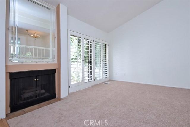 6221 1/2 Nita Avenue, Woodland Hills CA: http://media.crmls.org/mediascn/318af126-2806-4abd-a9d9-8878eb43a843.jpg