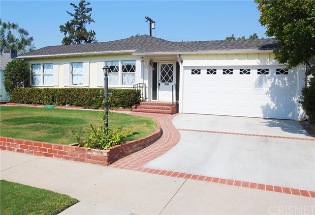8847 Chimineas Avenue, Northridge CA 91325