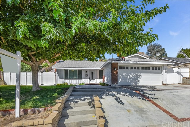 30045 Abelia Road, Canyon Country CA: http://media.crmls.org/mediascn/31af6636-640a-484d-94fb-bbd03ab9335e.jpg