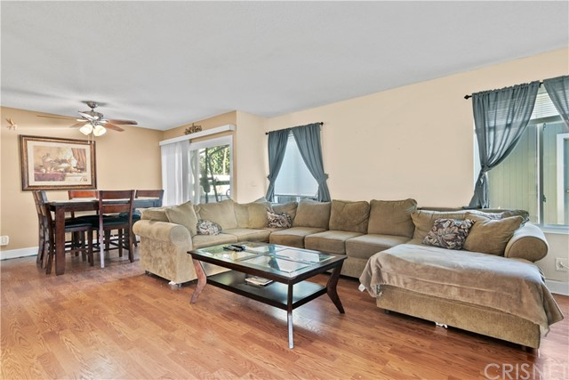 27069 Crossglade Avenue, Canyon Country CA: http://media.crmls.org/mediascn/31d6214a-3bf2-44ed-be1b-396f97caf879.jpg