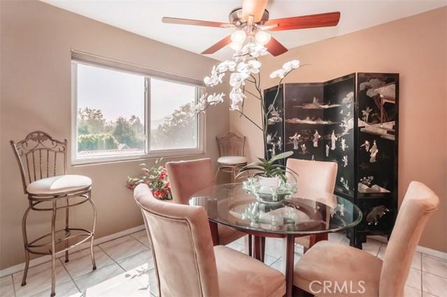 10707 Camarillo Street, Toluca Lake CA: http://media.crmls.org/mediascn/31ed5c77-5cbd-4895-be84-0aebb83060d7.jpg