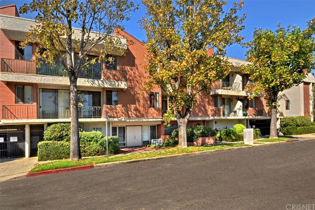 Property Listing: 7211 Cozycroft Avenue #11Winnetka