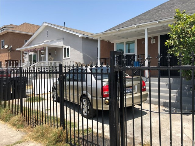 675 E 53rd Street Los Angeles, CA 90011 - MLS #: SR18168471