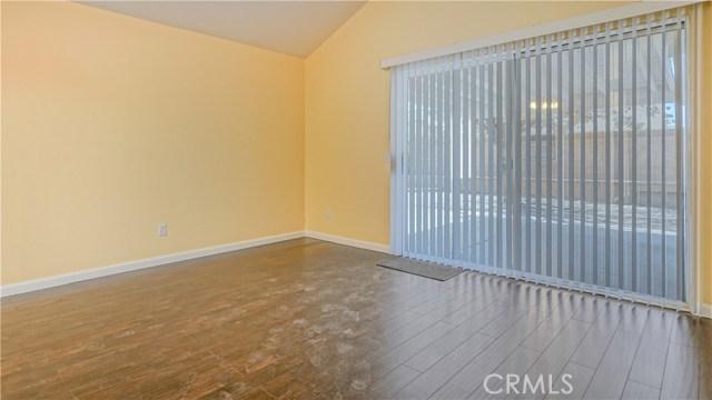 44919 Fenhold Street, Lancaster CA: http://media.crmls.org/mediascn/325041ad-f605-4592-9376-a16a401e5cc4.jpg