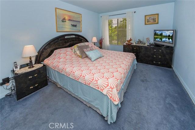 5500 Owensmouth Avenue, Woodland Hills CA: http://media.crmls.org/mediascn/329c7c84-f5fd-49a6-b7ab-18ee7e64bae5.jpg