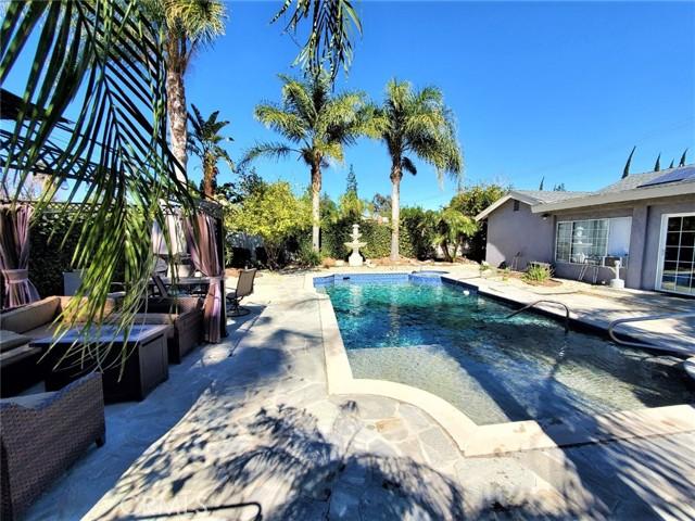 10609 Reseda Boulevard, Northridge CA: http://media.crmls.org/mediascn/330630d0-4f05-4286-808d-ead2df0dbbe0.jpg