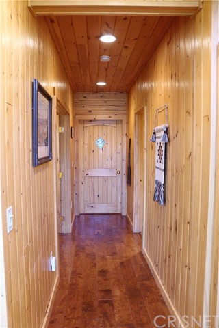 15817 Edgewood Way, Pine Mtn Club CA: http://media.crmls.org/mediascn/337c9fba-d010-487e-b709-35c508c28010.jpg