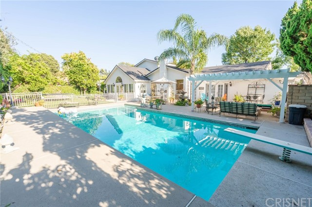 19937 Septo Street, Chatsworth CA: http://media.crmls.org/mediascn/33a6bb61-0b43-4786-93a6-c83e49a6dad3.jpg