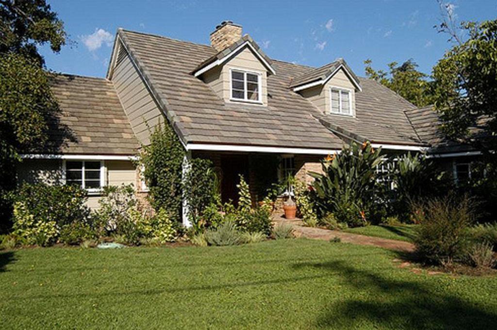 Single Family Home for Sale at 6201 Allott Avenue Valley Glen, California 91401 United States