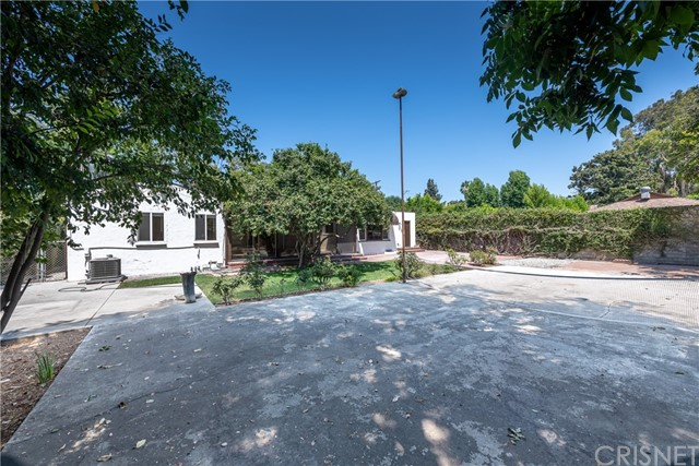 5240 Lemp Avenue, Valley Village CA: http://media.crmls.org/mediascn/33f5897c-015c-4a42-a43c-75e9c676b007.jpg
