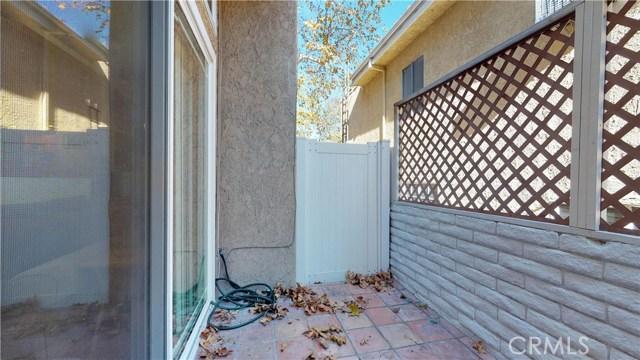 11912 Riverside Drive, Valley Village CA: http://media.crmls.org/mediascn/34214e48-bb52-42d3-ae09-24c40dccbf19.jpg