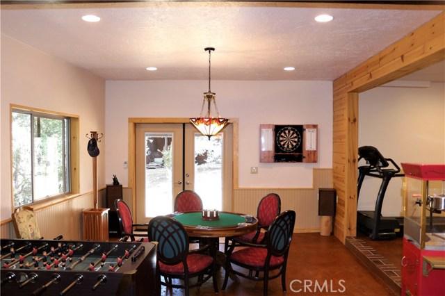 15817 Edgewood Way, Pine Mtn Club CA: http://media.crmls.org/mediascn/34459f18-55ed-4004-ac54-0ec3ae8d7b6f.jpg