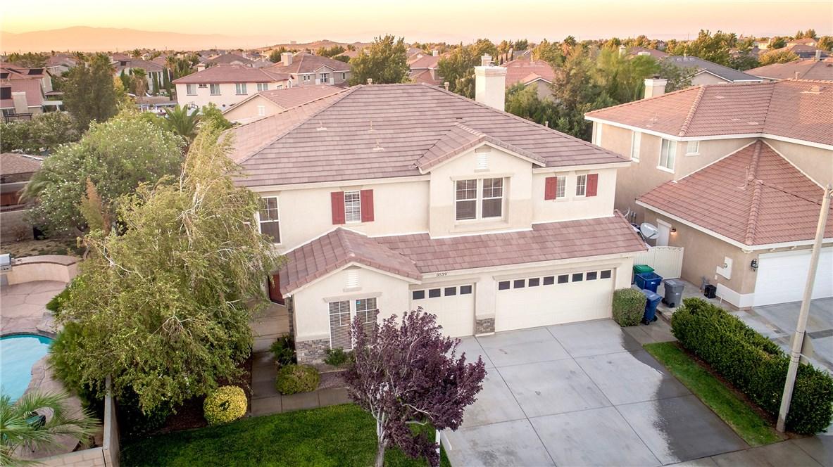 3539 Tamarisk Drive, Palmdale CA: http://media.crmls.org/mediascn/3455ae38-6188-4907-87ec-3c7d34069975.jpg