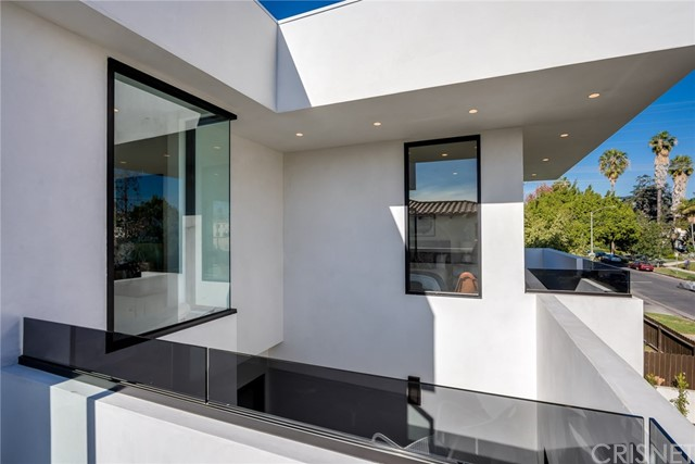 Additional photo for property listing at 745 N Vista Street 745 N Vista Street Los Angeles, California 90046 United States